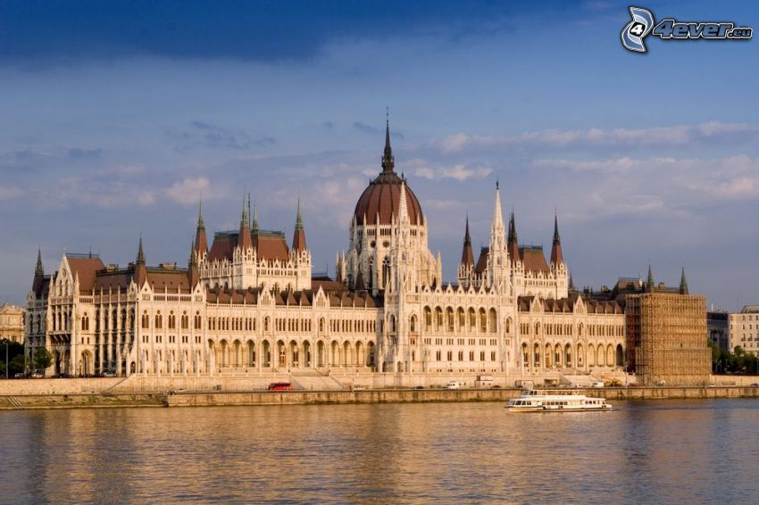 Budapest, Parlament, Donau, touristisches Schiff