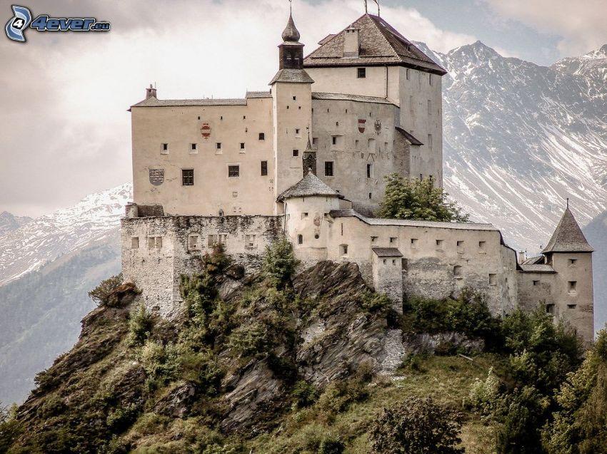 Burg Tarasp, felsige Berge