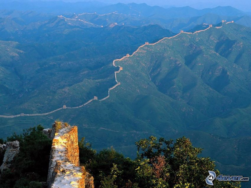 Chinesische Mauer, Hügel