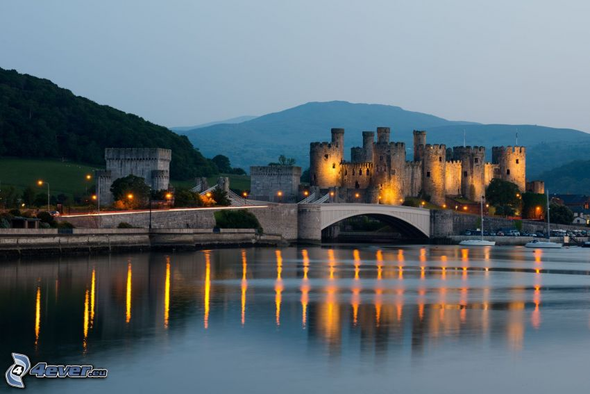 Conwy Castle, Abend, Lichter, Meer