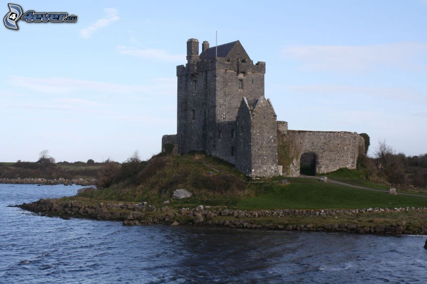 Dunguaire Castle, See