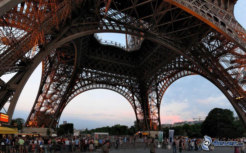 Eiffelturm, Menschen