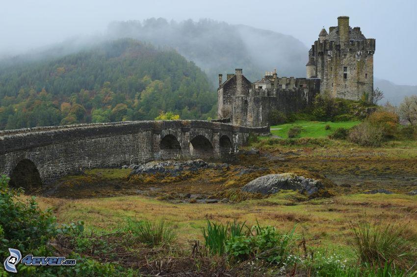 Eilean Donan, Steinbrücke, Hügel