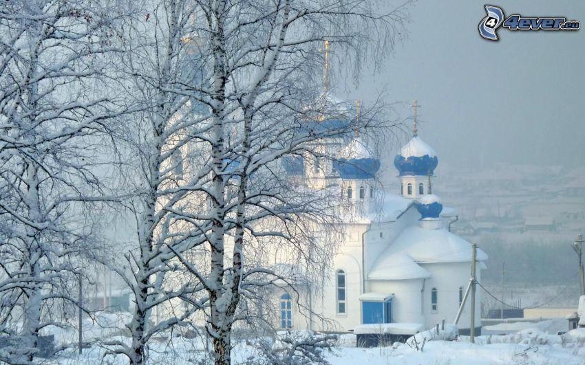 Kirche, verschneite Landschaft