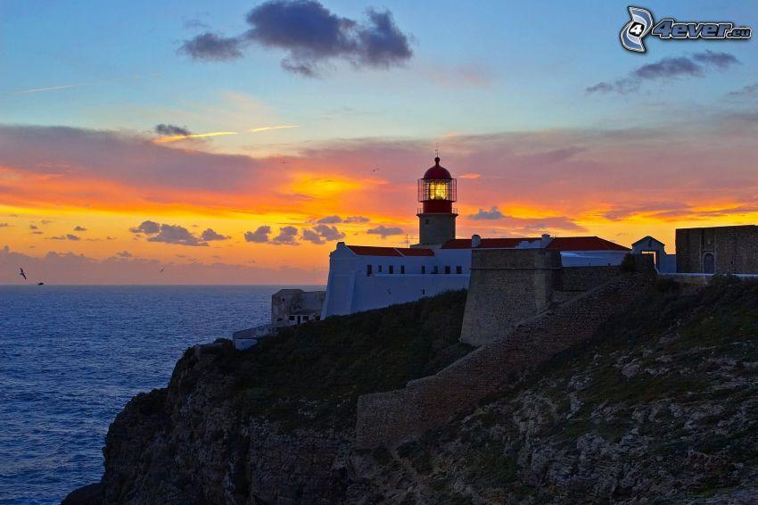 Leuchtturm auf der Klippe, Portugal, Sonnenuntergang, Blick auf dem Meer