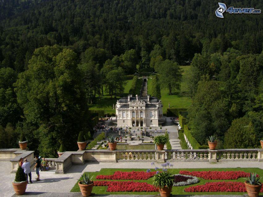 Linderhof, Schloss in Bayern, Wald, Hinterhof