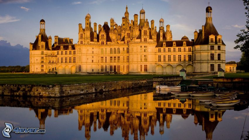 Schloss Chambord, Cosson, Spiegelung, Boote, Abend