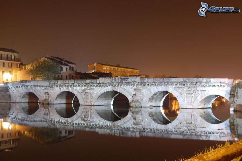 Steinbrücke, beleuchtete Brücke, Fluss