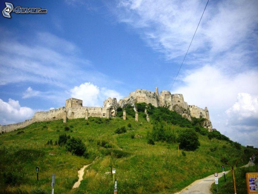 Zipser Burg, Wolken, Hügel