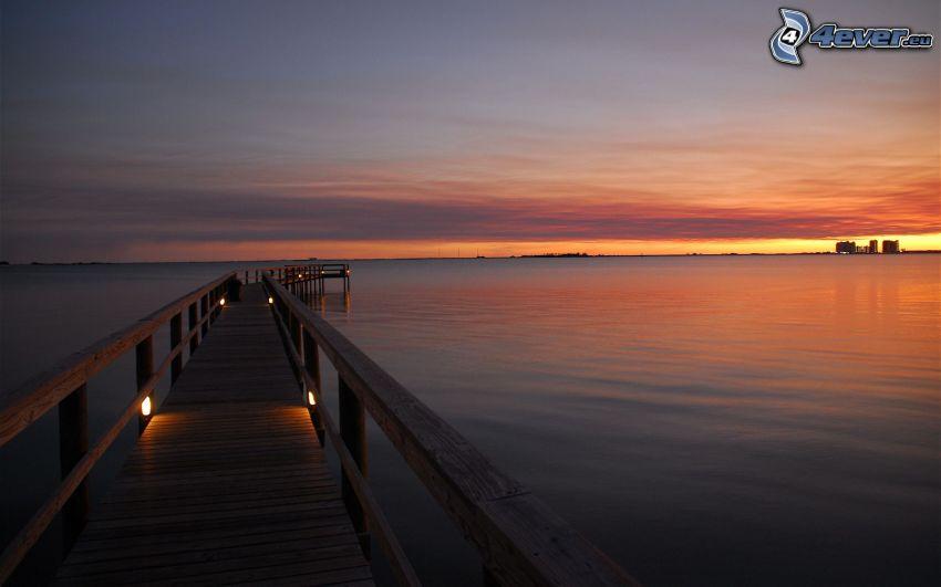 Holzsteg, Meer, Abendhimmel
