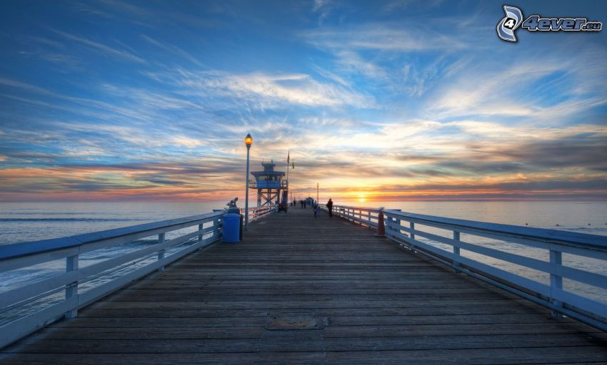 Holzsteg, Sonnenuntergang auf dem Meer, HDR
