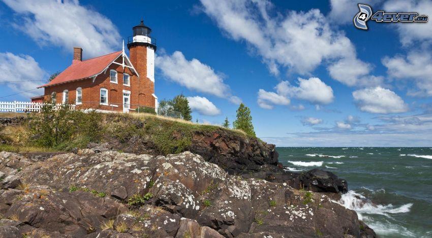 Leuchtturm auf der Klippe, Haus, Felsen, Meer, Wolken