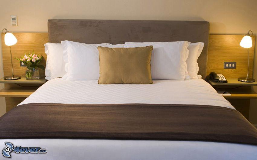 Doppelbett, Kissen