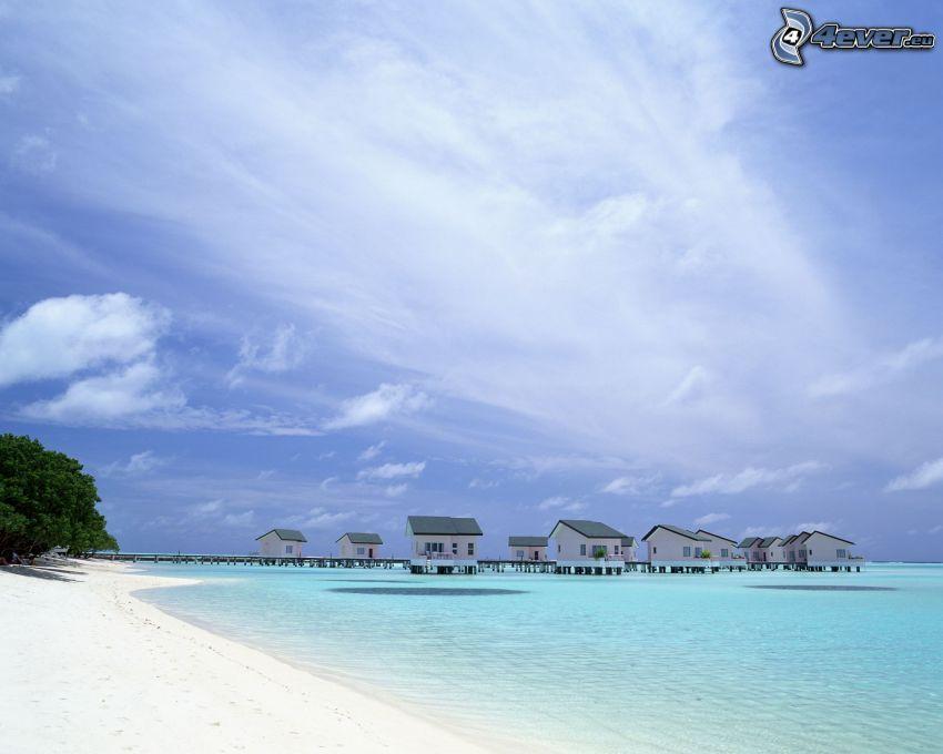 maritime Urlaubshütten, azurblaues Meer, Strand, Himmel