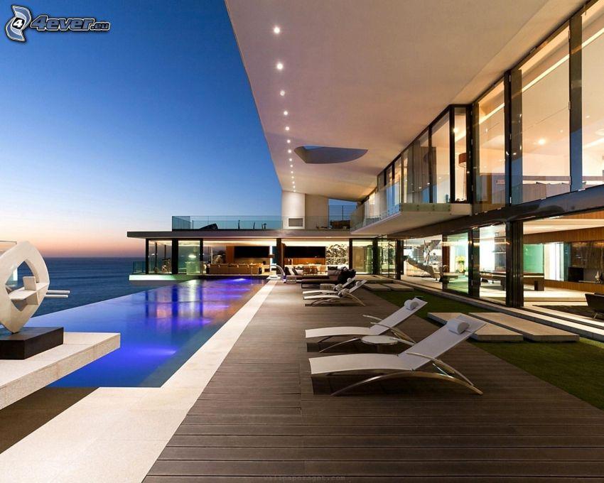 Villa, Liegestühle, Blick auf dem Meer