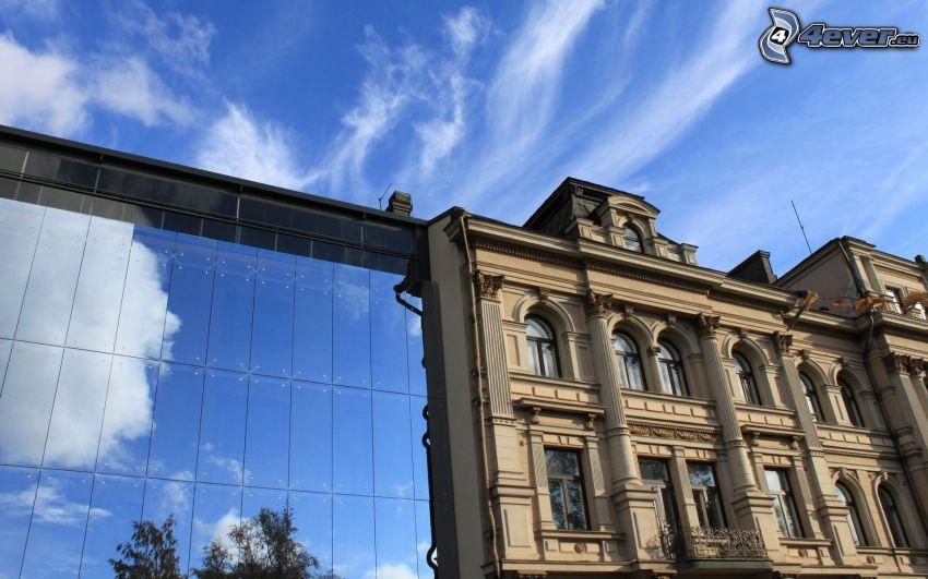 Modernes Gebäude, historisches Gebäude