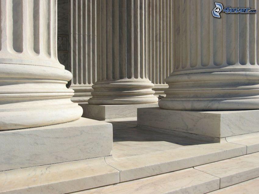 Säulen, Treppen