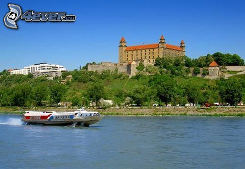 Bratislava Burg, Bratislava, touristisches Schiff, Donau