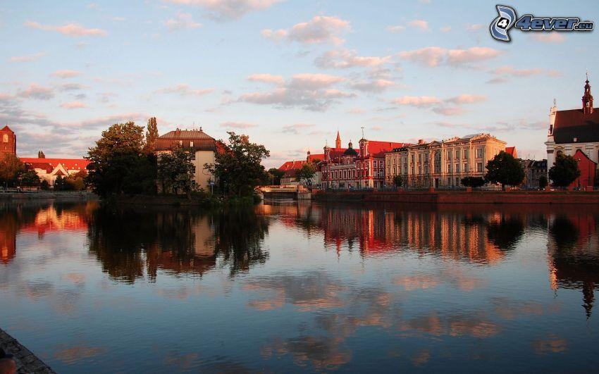 City, Fluss