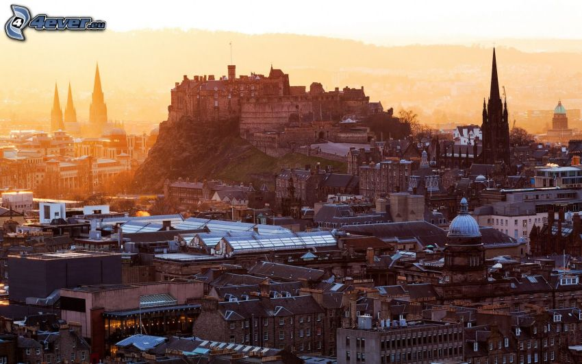 Edinburgh, Edinburgh Castle, gelb Himmel