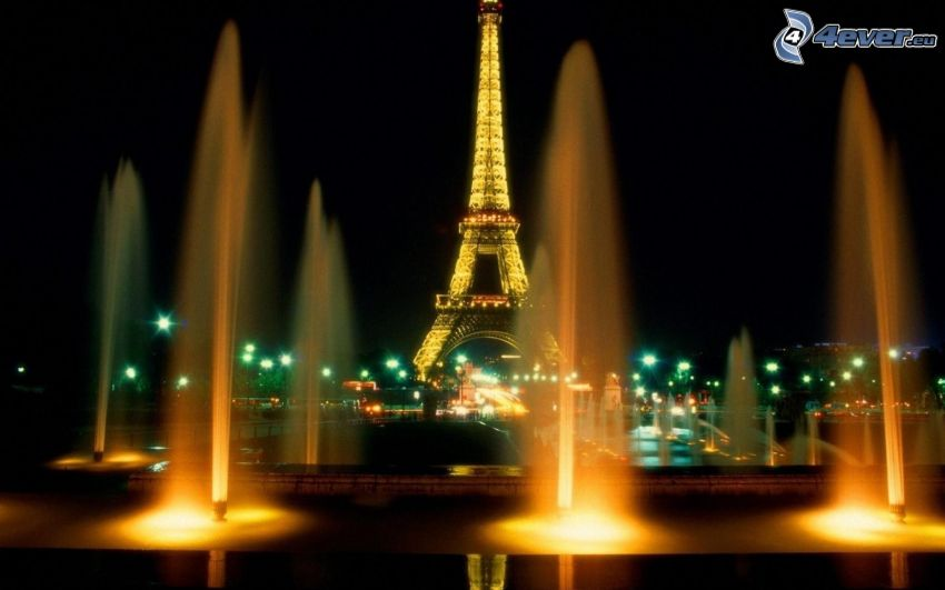 Eiffelturm in der Nacht, Paris, Springbrunnen