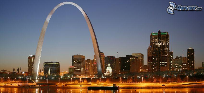 Gateway Arch, St. Louis, abendliche Stadt