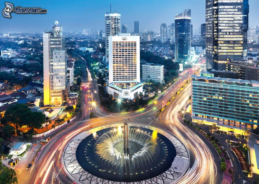 Jakarta, abendliche Stadt, Kreisverkehr in der Nacht