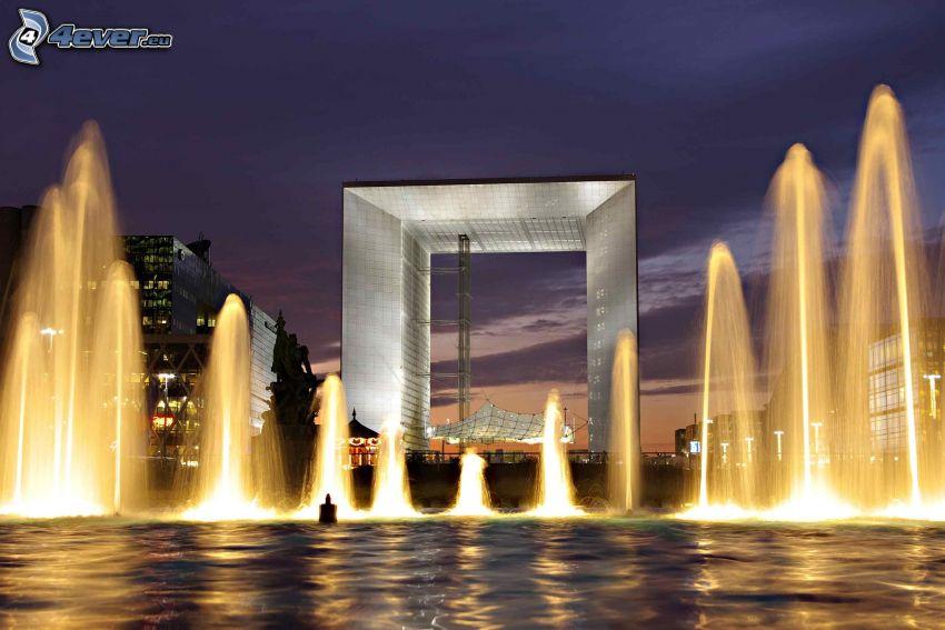 La Défense, Springbrunnen, abendliche Stadt, Paris