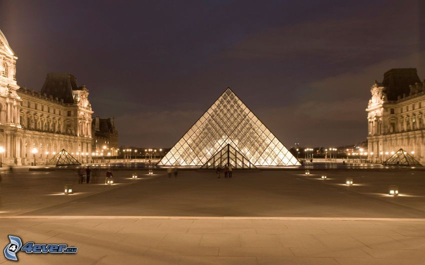 Louvre, Pyramide