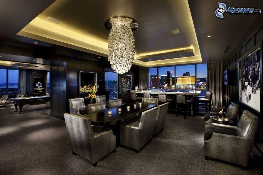 luxuriöses Wohnzimmer, Blick auf die Stadt