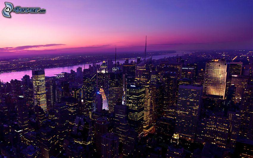 Manhattan, New York, lila Himmel, Wolkenkratzer, Nachtstadt