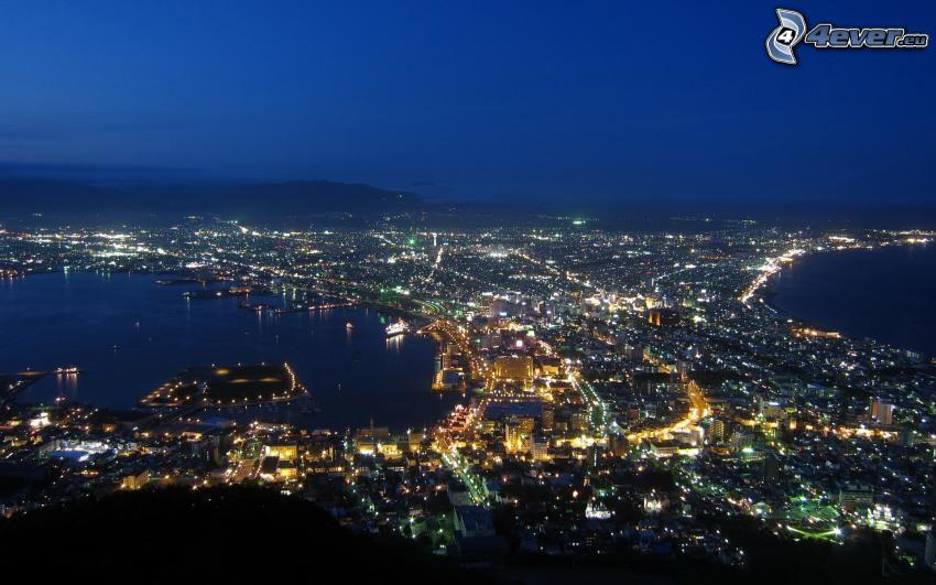 Nachtstadt, Blick auf die Stadt