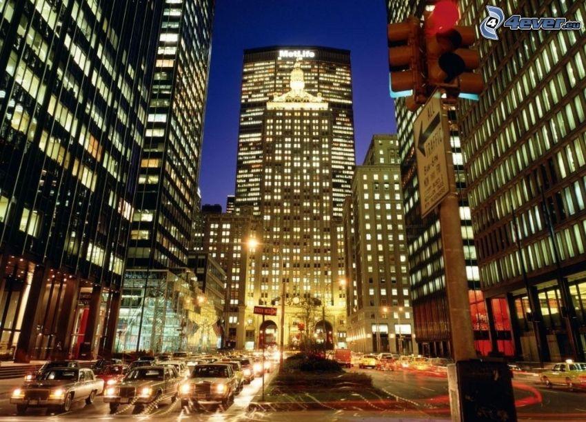 New York in der Nacht, Straße, Autos, Wolkenkratzer
