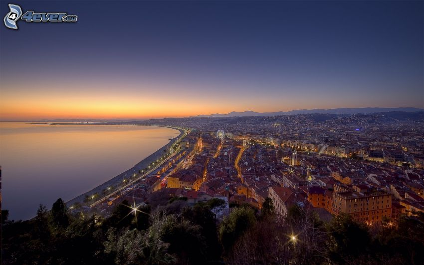 Nice, Stadt am Meer, Abendhimmel, Blick auf die Stadt