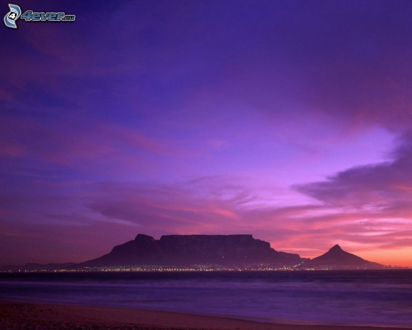 Table Mountain, Kapstadt, lila Himmel
