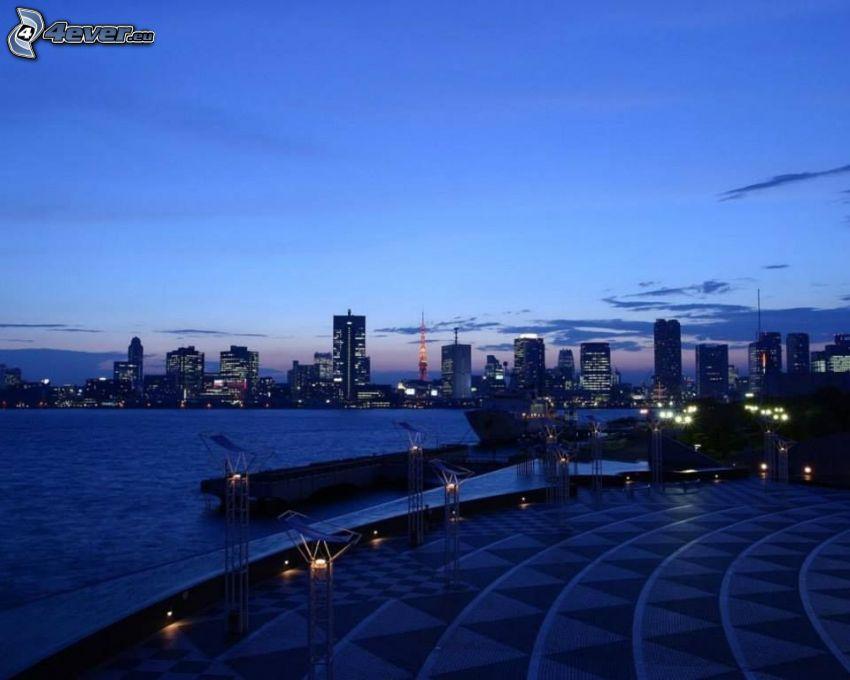 Tokio, abendliche Stadt, Wolkenkratzer