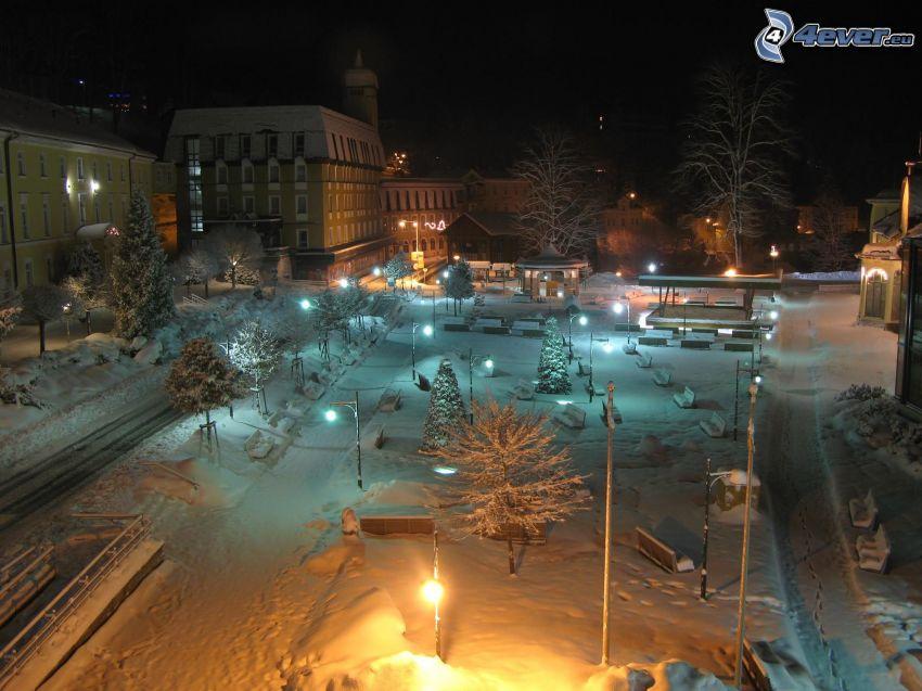 Winternacht auf dem Platz, Schnee, Janské Lázne