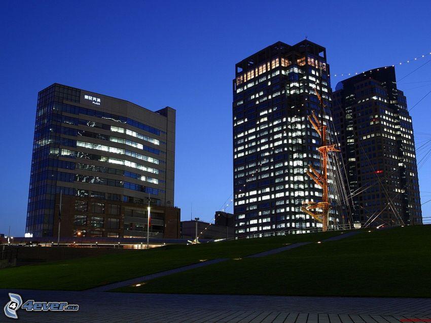 Wolkenkratzer, abendliche Stadt