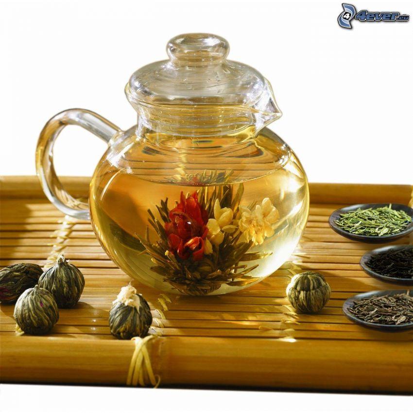 blühender Tee, Teekanne