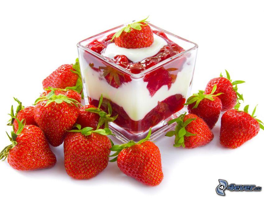 Erdbeerbecher, Erdbeeren