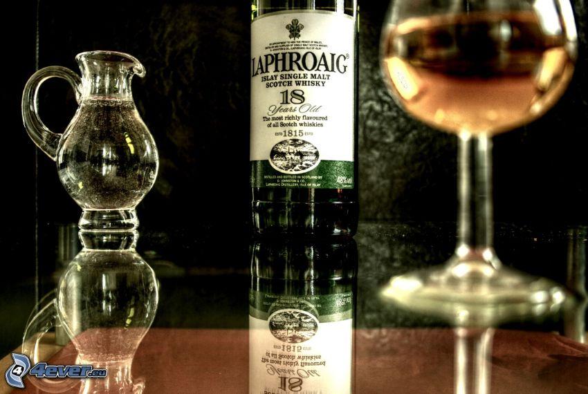 Flasche des Whiskys, Tasse