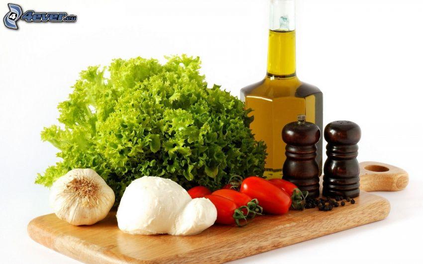 Gemüse, Salat, Knoblauch, Tomaten, Gewürze, Öl, Käse, Brett