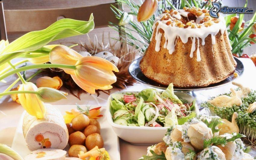 Gugelhupf, Tulpen, gedeckter Tisch