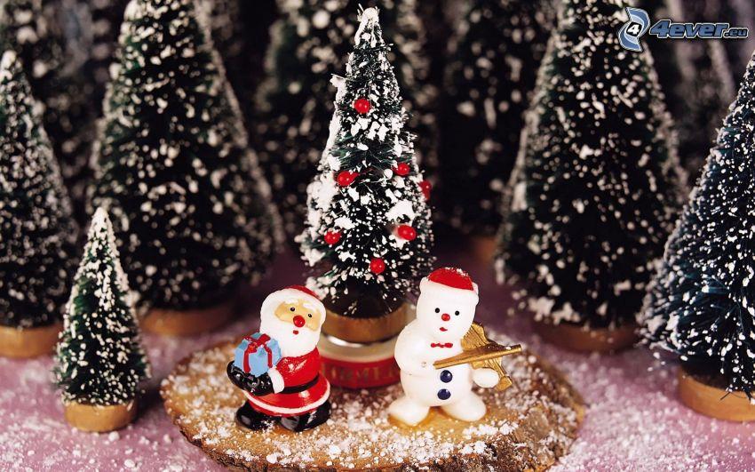 Weihnachtsdekoration, Weihnachtsmann, Schneemann, verschneite Bäume