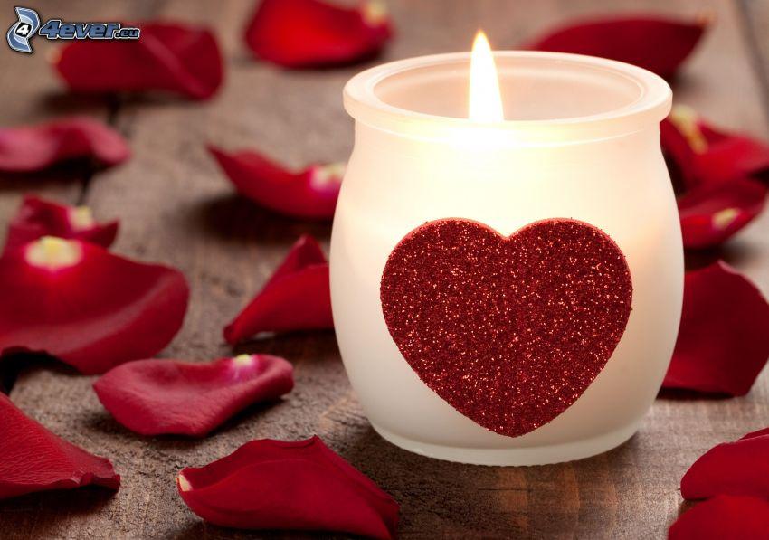 Kerze, Herz, Rosenblätter