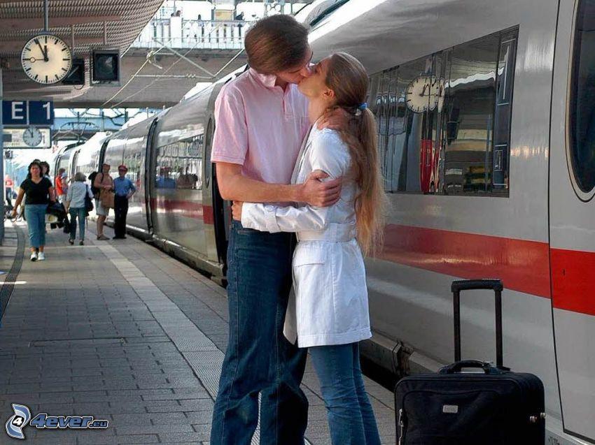 Paar in der Umarmung, Kuss, Abschied, ICE 3, Bahnhof
