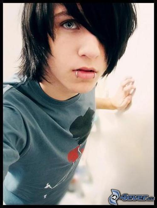 Alex Evans, Junge, emo, piercing