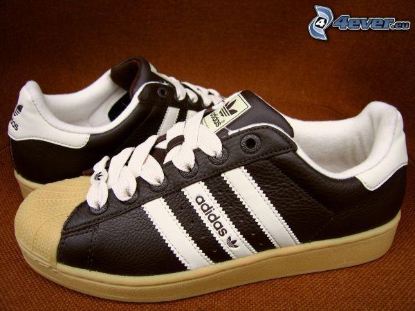 Adidas, braune Turnschuhe