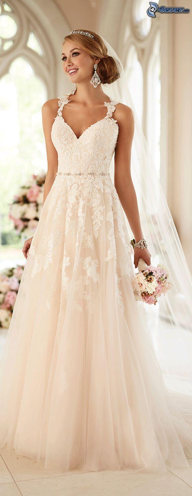 Brautkleid, Braut, Hochzeitsstrauß, Lächeln