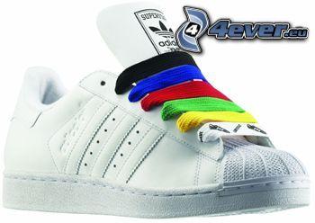 weiße Sneaker, farbige, Schnürsenkel